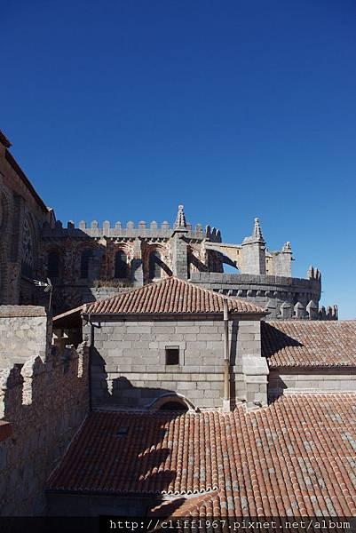 大主教教堂側面