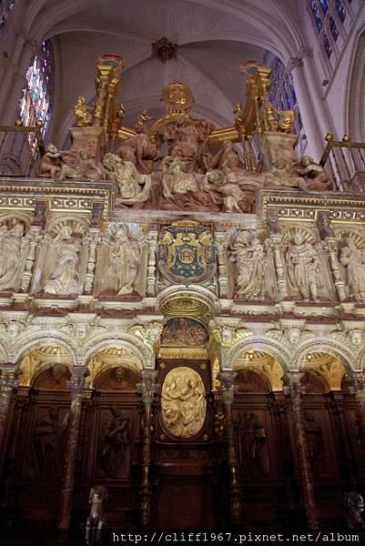 聖職者席上方的雕刻