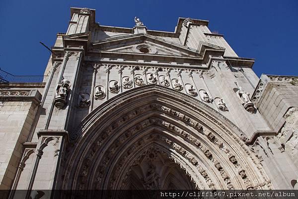 大主教教堂新門(Puerta de los Leones)