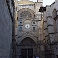 大主教教堂的北側門(Puerta del Reloj)