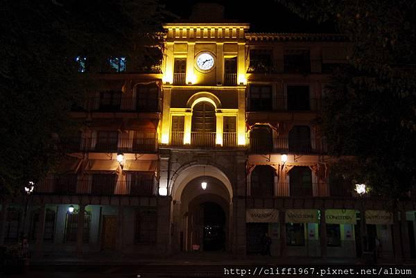 索柯佛多廣場旁的鐘塔