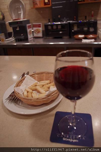 tapas配紅酒(免錢的)