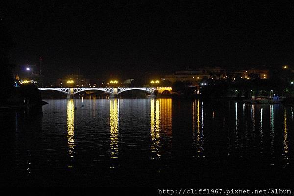 瓜達幾維爾河夜景