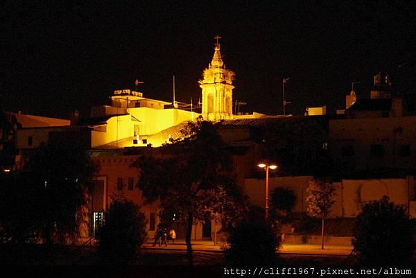 瓜達幾維爾河夜景(聖安娜教堂的鐘塔在燈光下閃閃發光)