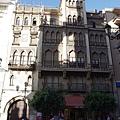 混合哥德與穆迪哈風格的房子