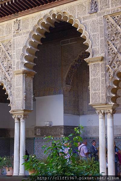 佩德羅宮殿內部精緻的穆迪哈風格裝飾