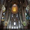 聖家堂內部的中殿