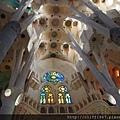 聖家堂內部的翼廊拱頂