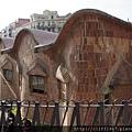 高第為聖家堂的建築工人子女所設計的學校