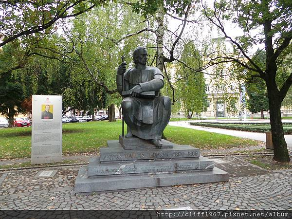 大主教紀念雕像