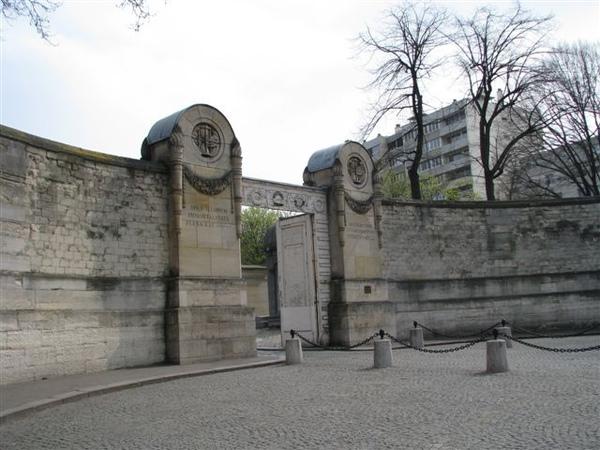 拉謝斯神父墓園入口