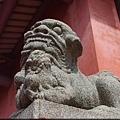 孔廟大殿前的母石獅