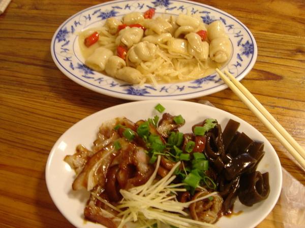 劉家小館之油亮小菜和薑絲大腸