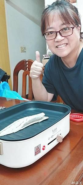 FUJITEK富士電通多功能燒烤盤三合一搞定多種料理,讓烹飪變有趣(不沾塗層/烤肉電烤盤)