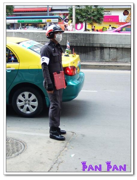 泰國警察都愛穿緊身衣XD