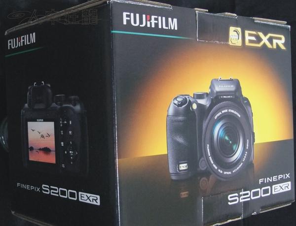 Fuij FinePix S200EXR 02.jpg