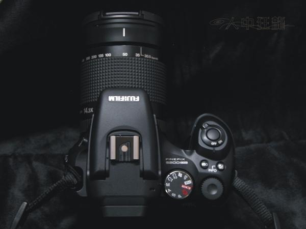Fuij FinePix S200EXR 05.jpg