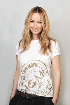 PPR集團贊助盧貝松的環保電影HOME,GUCCI設計總監吉安妮妮穿上自己設計的環保紀念T恤。