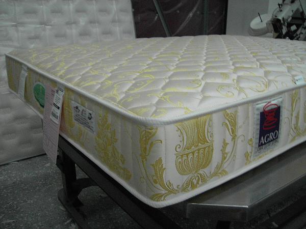_(8)床墊完成品側面.JPG