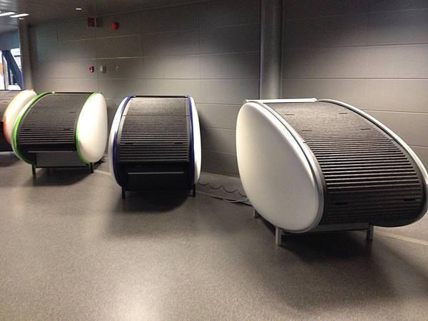 機場睡覺膠囊