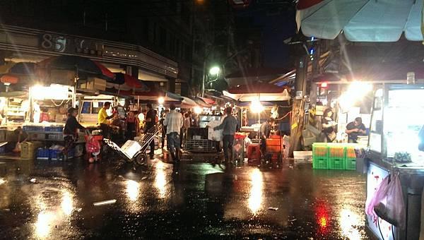 基隆崁仔頂漁市.越夜越熱鬧