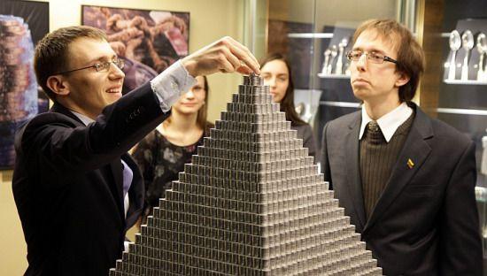 立陶宛100萬硬幣金字塔