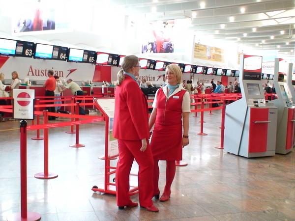 維也納航空的紅衣女郎