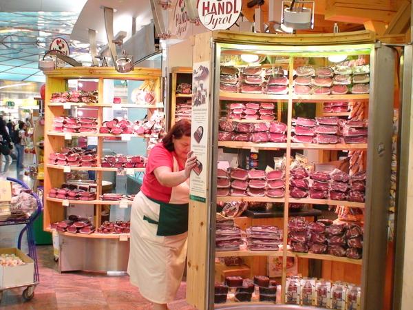 維也納機場販賣各式火腿