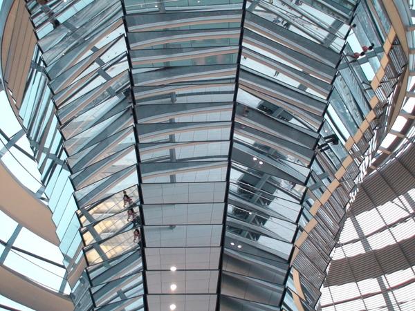 市政廳以鏡子裝飾的天頂柱