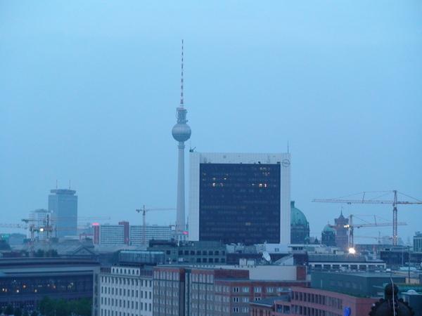 市政廳遠眺電視塔