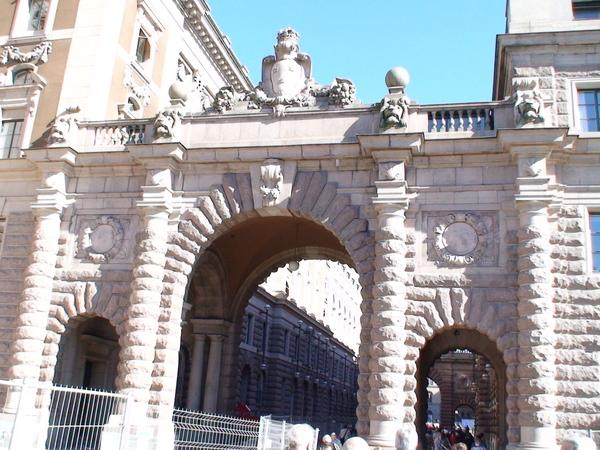 入口的石頭拱門