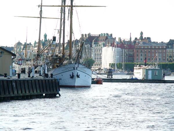 港灣裡的帆船