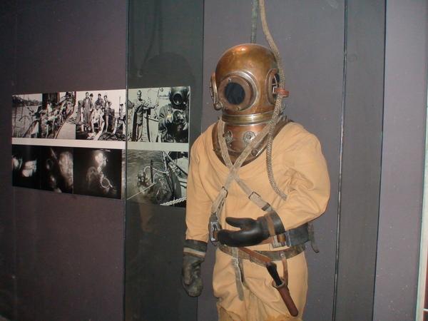 當時打撈所用的潛水衣