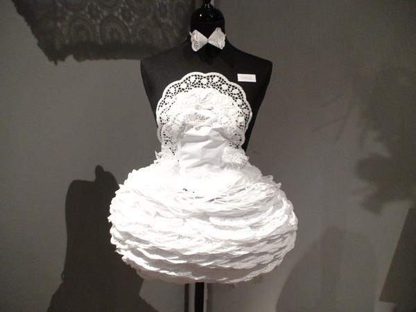 迷人的刺繡洋裝