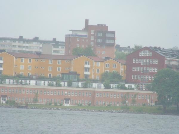 遠眺湖邊建築