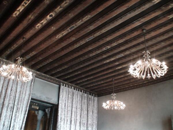 特別的天花板設計