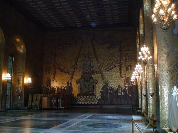 金碧輝煌的金廳