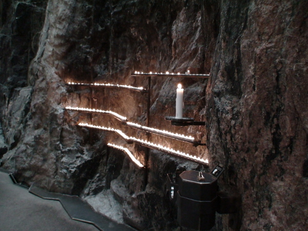 石洞大教堂的蠟燭祈願處