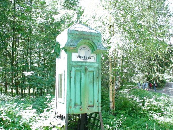 電話亭--裡面真的有公共電話可用