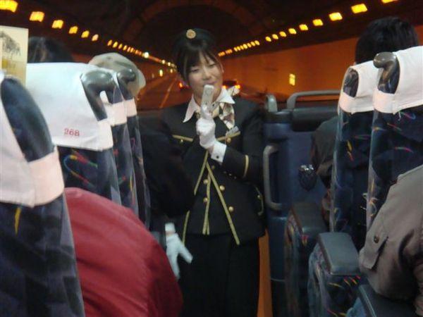049鴿子巴士-進入東京灣海之螢火蟲海底隧道內..JPG