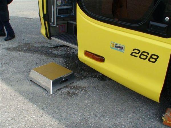 096鴿子巴士-貼心的司機.JPG