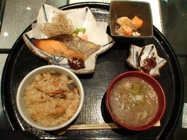 159晚餐魚.JPG
