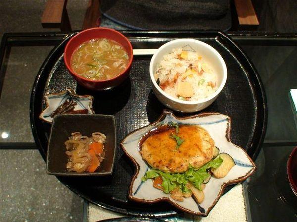 160晚餐豆腐漢堡.JPG