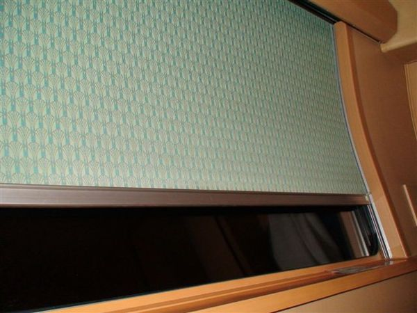 184雙人房的大車窗.JPG