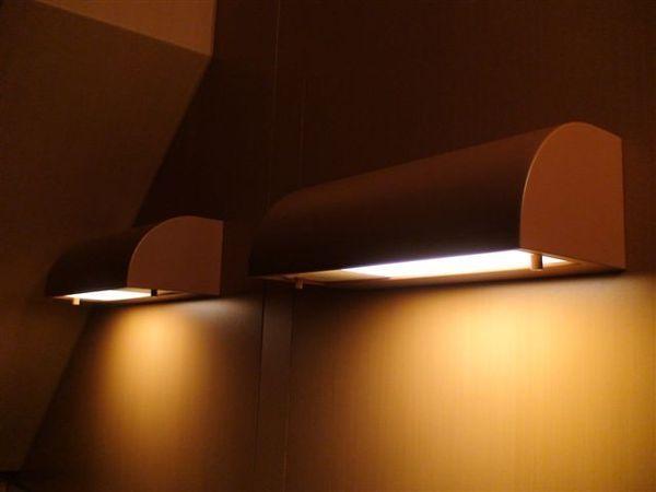 186雙人房的床頭燈.JPG