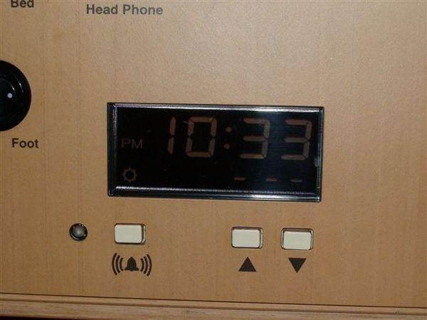 188雙人房的鬧鐘.JPG