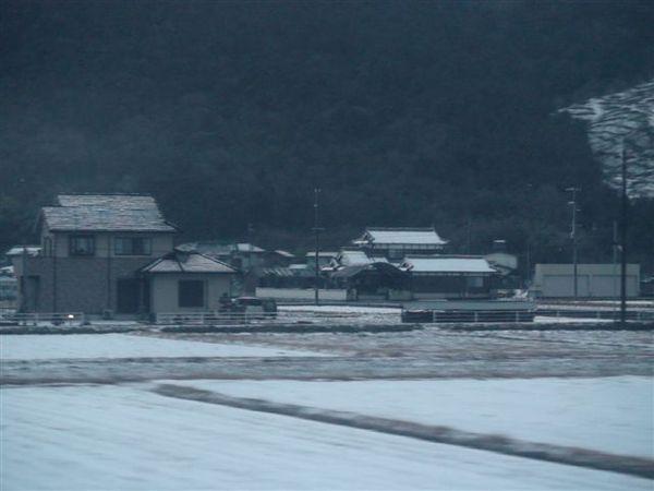 201窗外積雪.JPG