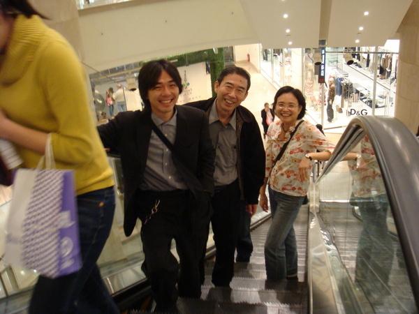 笑得燦爛的三人