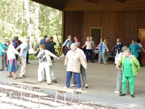 可愛的老人們在跳舞.JPG