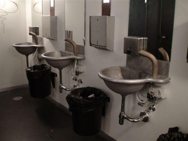男生廁所.JPG